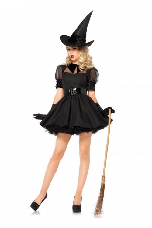 ведьмочка с метлой